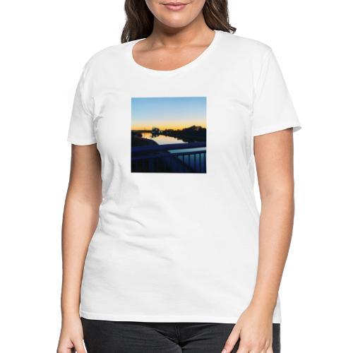 Sonnenuntergang Wasserspiegelung - Frauen Premium T-Shirt