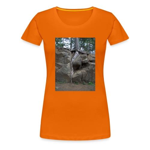 Juuret tukevasti maassa - Naisten premium t-paita