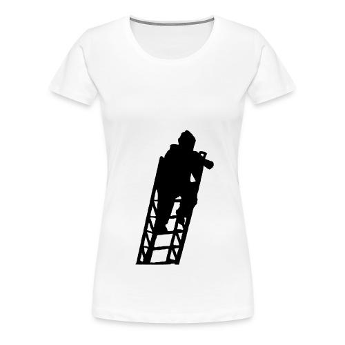 Un Sapeur Pompier sur échelle - T-shirt Premium Femme