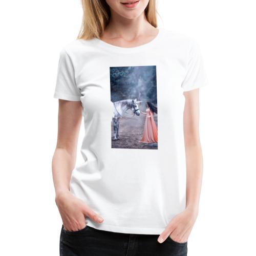 Unicornio con mujer bella - Camiseta premium mujer