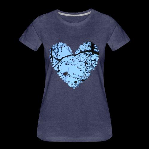 hart met boom takken en blauwe lucht, love t-shirt - Vrouwen Premium T-shirt