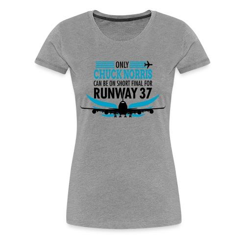 Tylko Chuck Norris ląduje na pasie startowym 37 - Koszulka damska Premium
