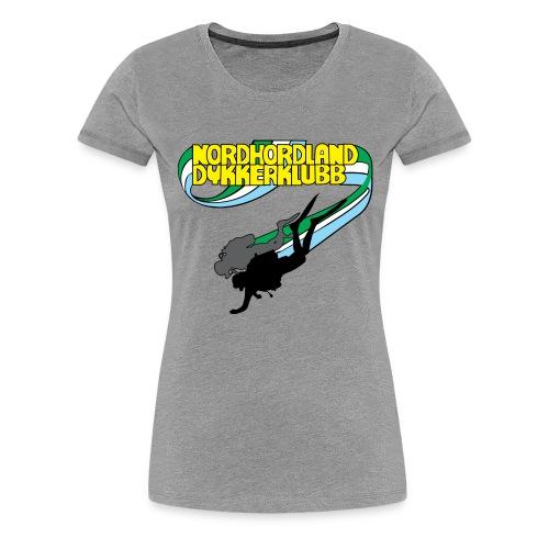 Profilartikler for NHDK på lyse farger - Premium T-skjorte for kvinner