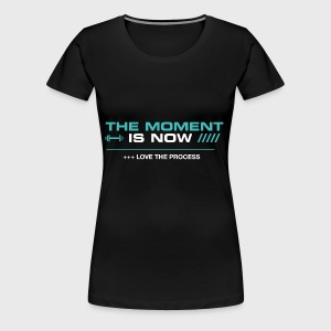 THE MOMENT IS NOW - Camiseta premium mujer