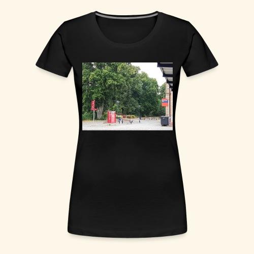 Bahnhofs-Vorplatz-Aufnahme - Frauen Premium T-Shirt