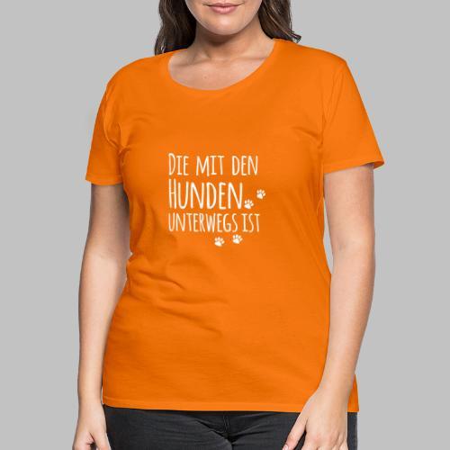 DIE MIT DEN HUNDEN UNTERWEGS IST - Hundepfoten - Frauen Premium T-Shirt