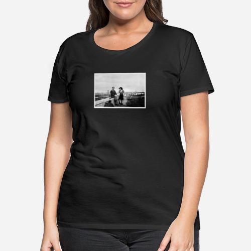 Verliebtes Paar auf Mauer sitzend | Vintage Shirt - Frauen Premium T-Shirt