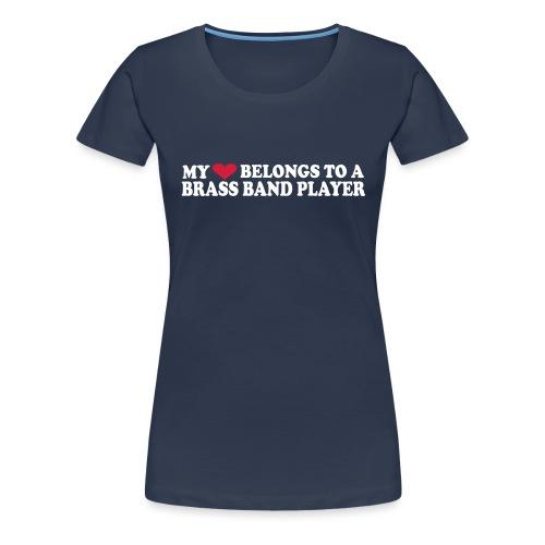 MY HEART BELONGS TO A BRASS BAND PLAYER - Premium T-skjorte for kvinner