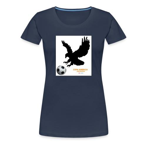 Aguila norteamericana con balón de fútbol - Camiseta premium mujer