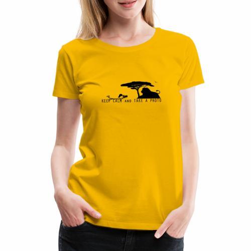 KEEP CALM AND TAKE A PHOTO Fotograf liegend - Frauen Premium T-Shirt