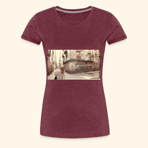 Walking the street - Premium-T-shirt dam