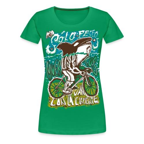 Solo peces muertos van con la corriente - Camiseta premium mujer