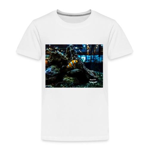 Clown Fisch in einem Aqarium mit Korallen - Kinder Premium T-Shirt