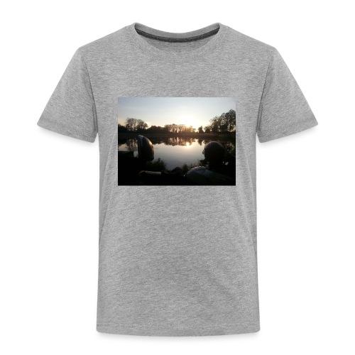 Motorbike at lake - Kinder Premium T-Shirt