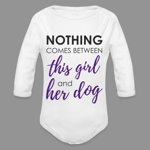 Nothing comes between this girl her and her dog - Organic Longsleeve Baby Bodysuit