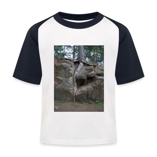 Juuret tukevasti maassa - Lasten pesäpallo  -t-paita