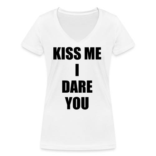 KISS ME I DARE YOU - Camiseta ecológica mujer con cuello de pico de Stanley & Stella