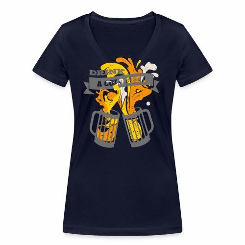 Drink a Cold Beer - Oktoberfest Volksfest Design - Frauen Bio-T-Shirt mit V-Ausschnitt von Stanley & Stella