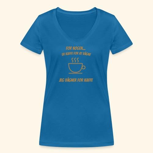 Jeg vågner for kaffe - Økologisk Stanley & Stella T-shirt med V-udskæring til damer