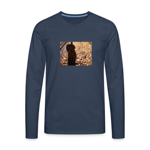 THE GREEN MAN IS MADE OF AUTUMN LEAVES - Men's Premium Longsleeve Shirt