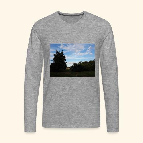Feld mit schönem Sommerhimmel - Männer Premium Langarmshirt