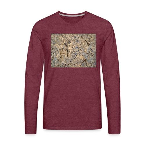 Aurinko pilkistää oksien ja lumen läpi - Miesten premium pitkähihainen t-paita