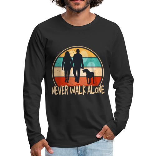 Hundehalter mit Hund Never Walk Alone - Männer Premium Langarmshirt