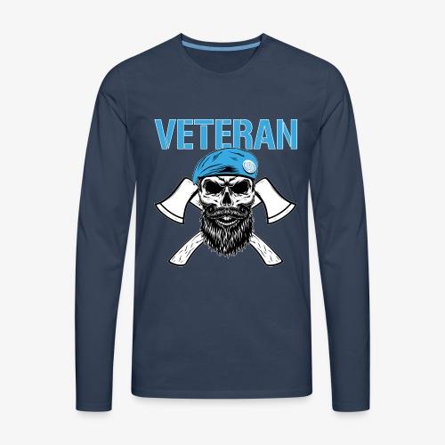 Veteran - Dödskalle med blå basker och yxor - Långärmad premium-T-shirt herr