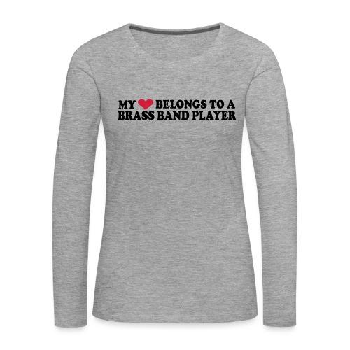 MY HEART BELONGS TO A BRASS BAND PLAYER - Premium langermet T-skjorte for kvinner
