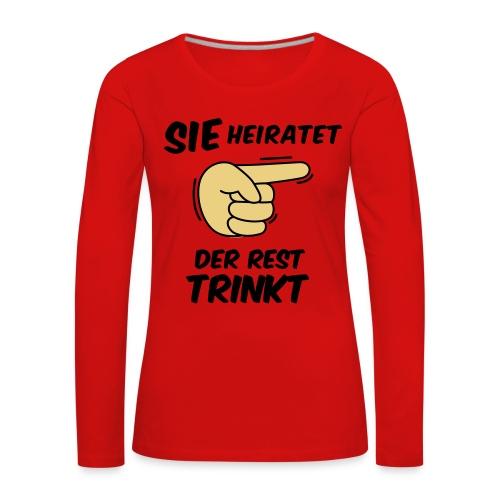 Sie heiratet der Rest trinkt - JGA T-Shirt - party - Frauen Premium Langarmshirt