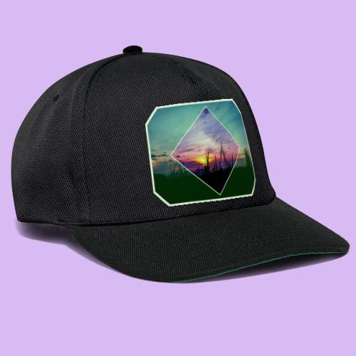 Tramonto in risalto tra figure geometriche - Snapback Cap