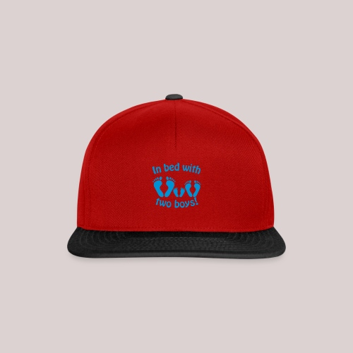 In bed with two boys - Im Bett mit zwei Jungs - Snapback Cap