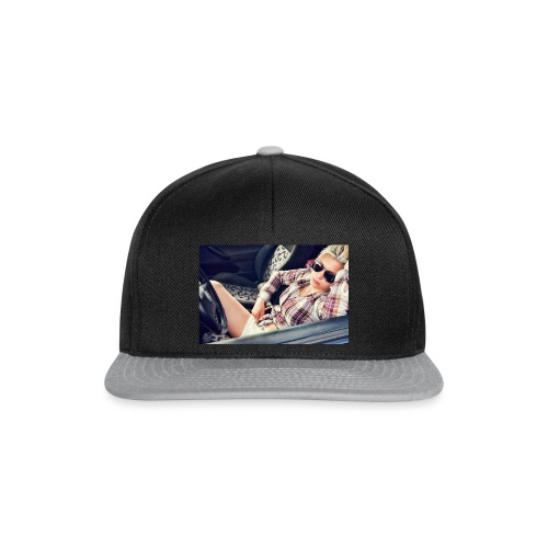 Cool woman in car - Snapback Cap