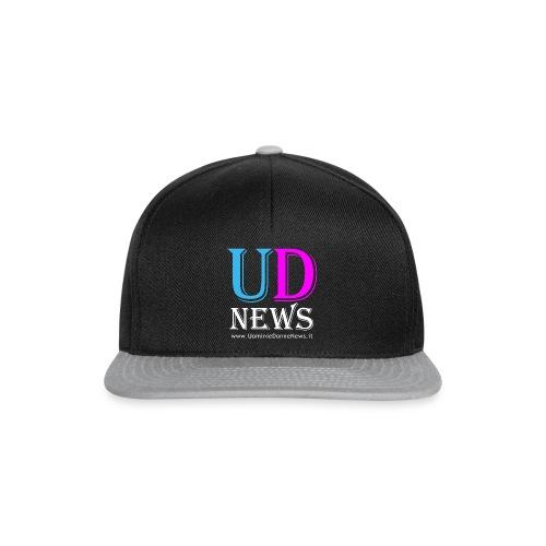 La maglietta di Uomini e Donne News scura - Snapback Cap