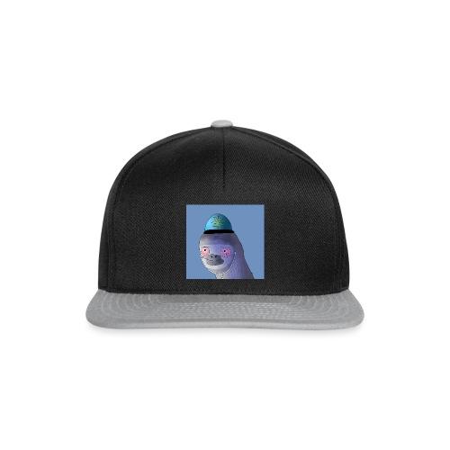 Jusun kanavan logo taustalla - Snapback Cap