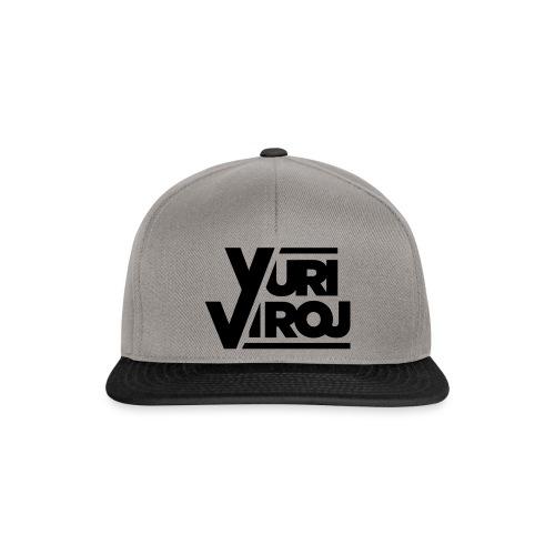 YV BLACK LOGO TEE - Snapback Cap