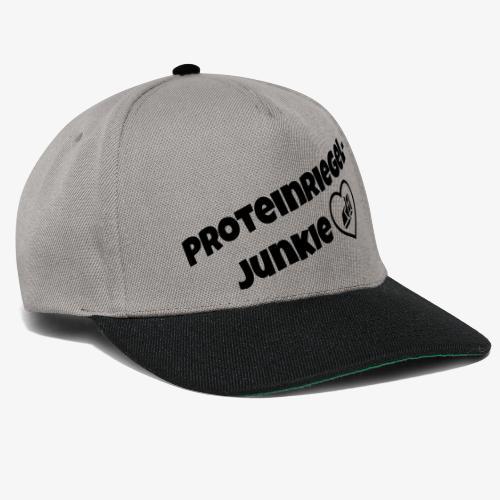 Proteinriegel Junkie Logo mit Riegelherz - Snapback Cap