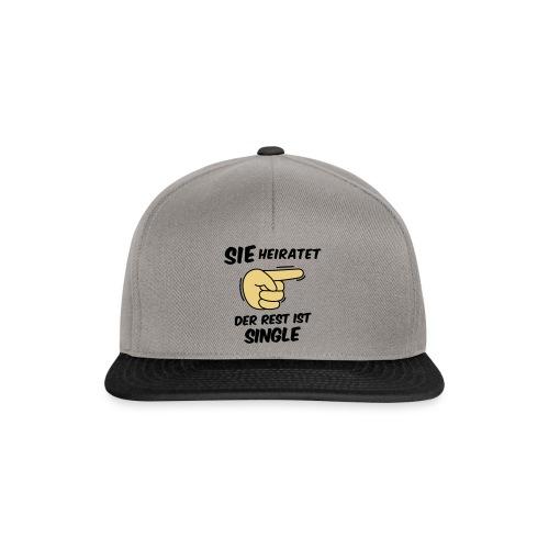 Sie heiratet, der Rest ist Single - JGA T-Shirt - Snapback Cap