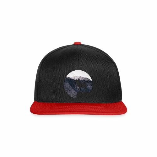 Hiking Outdoor Design mit Bergziege - Bergpanorama - Snapback Cap