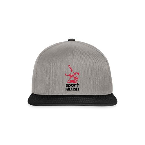 Motiv med svart och röd logga - Snapbackkeps