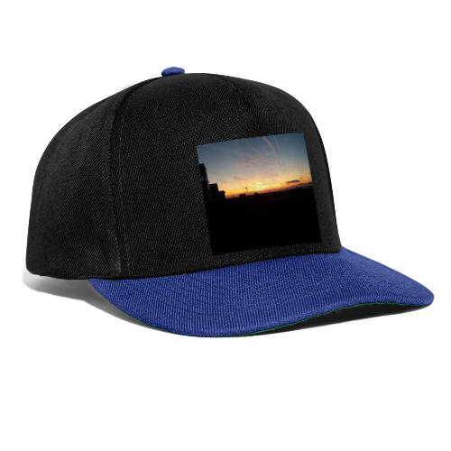 Sonnenaufgang am Flugplatz - Snapback Cap