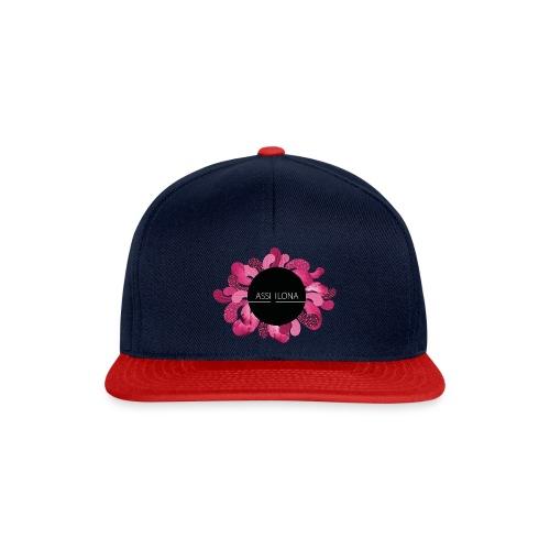 Naisten t-paita punaisella logolla - Snapback Cap