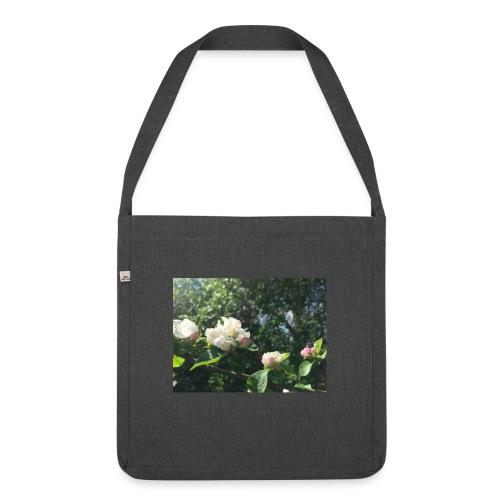 The Flower Shirt - Æbleblomster - Skuldertaske af recycling-material