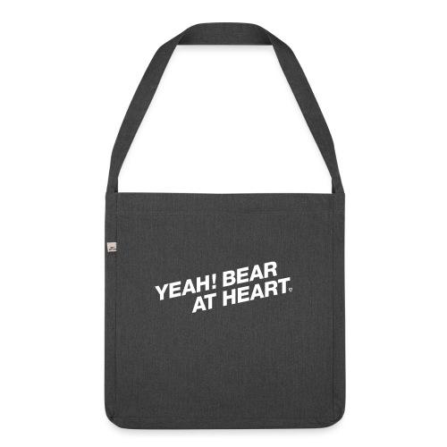 Yeah Bear at Heart #2 - Schultertasche aus Recycling-Material