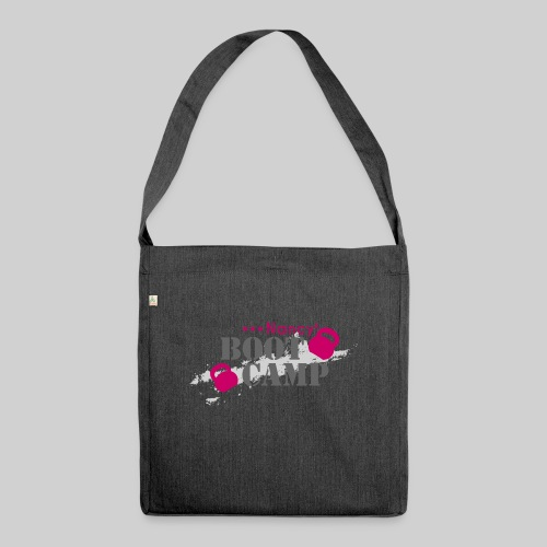 nancys bootcamp logo pink xxl transparent png - Schultertasche aus Recycling-Material