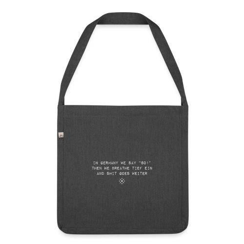Shit goes weiter - lustige Geschenkidee - Schultertasche aus Recycling-Material