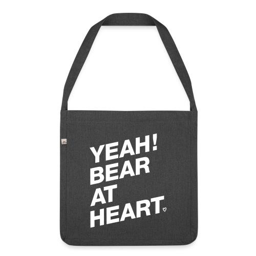 Yeah Bear at Heart - Schultertasche aus Recycling-Material