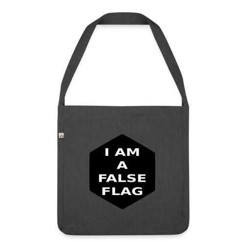 I am a false flag - Schultertasche aus Recycling-Material