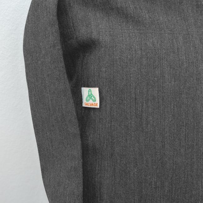 Vorschau: ana vo uns zwa is bleda ois i - Schultertasche aus Recycling-Material