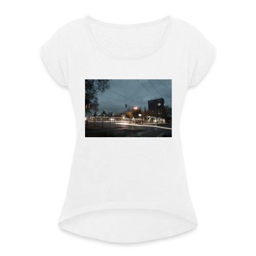 Oberhausen Hauptbahnhof Langzeitbelichtet - Frauen T-Shirt mit gerollten Ärmeln